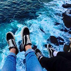 Chaussures Vans Old Skool Black/White - Emilia Fleming Rainbow Aesthetic, Aesthetic Colors, Aesthetic Pictures, Blue Aesthetic Tumblr, Summer Aesthetic, Travel Aesthetic, Aesthetic Fashion, Vans Old Skool, Blue Feeds