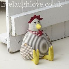 Cale-porte / Fabric Hen Doorstop - cute in the pantry Sewing Toys, Sewing Crafts, Sewing Projects, Diy Crafts, Free Sewing, Chicken Crafts, Chicken Ideas, Chicken Pattern, Chickens And Roosters