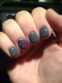 Grey and glitter nail art nailart gelmanicure greynails shortnailsartdesign Fancy Nails, Love Nails, Pretty Nails, My Nails, Gel Polish Manicure, Shellac Nails, Acrylic Nails, Gel Nail, Nail Glue