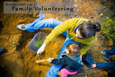 Family Volunteering with Mommy Hiker and kids at @TreePeople | www.MommyHiker.com #OutdoorFamilies