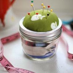 httpwww.momtastic.comdiy168161-diy-mason-jar-sewing-kit.jpg (250×250)