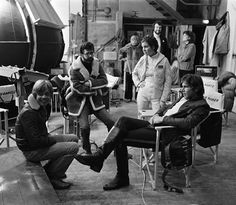 Coffee Break on the set of STAR WARS ( 1977 ) L to R ~ Mark Hamill, Director George Lucas, Carrie Fisher and Harrison Ford ( Sitting )