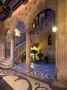 Palau Baró de Cuadras, de Puig i Cadafalch. Beautiful Architecture, Art And Architecture, Architecture Details, Places Around The World, Oh The Places You'll Go, Around The Worlds, Hotel W, Barcelona Catalonia, Antoni Gaudi