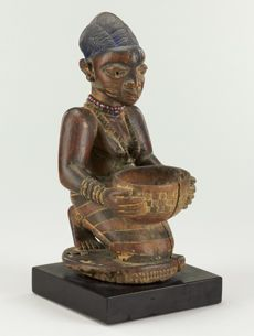 Africa | Bowl bearing figure from the Yoruba people of Nigeria | ca. late 19th to early 20th century
