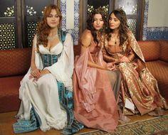 Hürrem Sultan (Meryem Uzerli) Hatice Sultan (Selma Ergeç) Mahidevran Sultan (Nur Fettahoğlu)