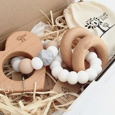 Babies need to chew - a lot. Make sure your baby has one of our safe & stylish Nature Bubz® teething toys at hand! Baby Gift Box, Baby Box, Natural Toys, Natural Baby, Stylish Baby Clothes, Diy Clothes, Teething Jewelry, Diy Teething Toys, Eco Baby