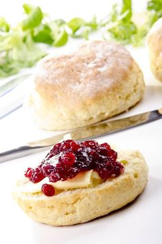 Today I'm giving you the perfect Thermomix scone recipe! This simple, 5 min recipe will produce the lightest, most delicious scones every time! Basic Scones, Scones And Jam, Sweet Recipes, Cake Recipes, Dessert Recipes, Desserts, Thermomix Scones, Best Scone Recipe, Healthy Scones