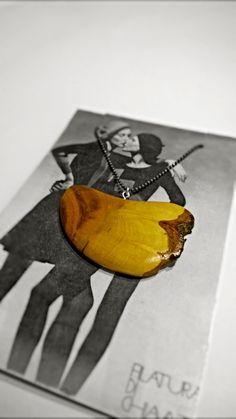 Ciondolo di cedro - il disegno creato dà grande libertà all'immaginazione e colpisce per la sua naturalezza