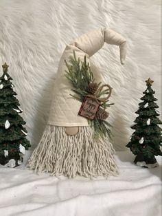 Christmas Knomes, Christmas Diy, Diy And Crafts, Christmas Crafts, Christmas Ornaments, Mermaid Fabric, Gnome Ornaments, Scandinavian Gnomes, Craft Free