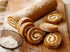 Trisha Yearwood's Pumpkin Roll  #Thanksgiving #ThanksgivingFeast #Dessert