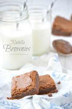 Nutella Brownies -- Some of the best brownies you will ever try! Perfect way to celebrate World Nutella Day today! Dessert Drinks, Dessert Bars, Dessert Recipes, Just Desserts, Delicious Desserts, Yummy Food, Yummy Treats, Sweet Treats, Nutella Brownies