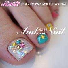 ネイル(No.1582859)|シェル |トロピカル |ビジュー |カラフル |春 |夏 |ホログラム |海 |リゾート |ジェルネイル |お客様 |ホワイト |フット | かわいいネイルのデザインを探すならネイルブック!流行のデザインが丸わかり! Wow Nails, Pretty Toe Nails, Cute Toe Nails, Fancy Nails, Toe Nail Art, Gorgeous Nails, Pedicure Designs, Manicure E Pedicure, Toe Nail Designs