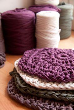 Pattern in PDF of Trapillo carpet in Crochet. Crochet Rug Patterns, Crochet Quilt, Crochet Home, Crochet Motif, Crochet Crafts, Crochet Yarn, Yarn Crafts, Easy Crochet, Yarn Projects