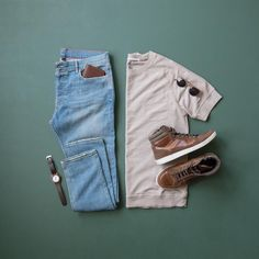 Casual comfort for this cloudy day ☁️👌🏼 ––––––––––––––––––––––– Shirt: – Grey French Terry Raglan Tee Denim: – Light Wash Stretch Sneakers: Watch: – Hampton North Sunglasses: – The Hamptons Wallet: – The Royal ––––––––––––––––––––––– Mens Casual Dress Outfits, Denim Fashion, Fashion Outfits, Outfit Grid, Gentleman Style, How To Look Classy, Facon, Mens Clothing Styles, Menswear