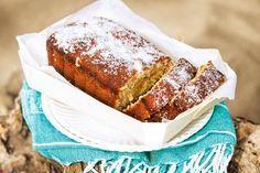 De banaan zorgt ervoor dat de cake heel smeuïg is. De kokos geeft 'm iets tropisch - Recept - Bananen-kokoscake - Allerhande