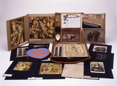 マルセル・デュシャン《トランクの中の箱 (特装版)》1946年 富山県立近代美術館蔵 © Succession Marcel Duchamp / ADAGP…