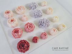 Flowers for CAKE RAFFINE's basic course, 3rd week. ☘️ #Buttercreamflowercake#flowercake#플라워케이크#버터크림플라워케이크#인천버터크림플라워케이크#웨딩케이크#웨딩케익#koreabuttercream#weddingcake#koreanflowercake#kue#bakingclass#cakedecorating#송도버터크림플라워케이크#foodporn#buttercreamcake#wilton#birthdaycakes#원데이클래스#베이킹클래스#송도돌케이크#인천돌케이크#환갑케이크#buttercream#flowercake#daily#baking#생일케이크#Bungakue#เค้ก#鲜花蛋糕