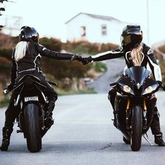# Autound Girl (nota) - Daleen Webber # Autound Girl - Carro e menina - Motorrad - Motos Dirt Bike Girl, Lady Biker, Biker Girl, Gp Moto, Cars Vintage, Vintage Vespa, Motorbike Girl, Motorbike Photos, Motorcycle Girls
