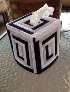 Log Cabin Tissue Box Cover van DistinguishedTissues op Etsy