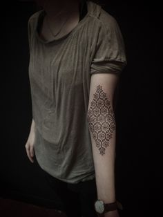 geometric pattern in a diamond shape inside elbow --http://25.media.tumblr.com/tumblr_m2s571ewk51qerbdoo1_r1_1280.jpg