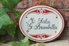 Targhetta in porcellana dipinta a mano per porta o esterni. https://www.etsy.com/it/listing/200545336/targhetta-in-porcellana-dipinta-a-mano?ref=shop_home_active_4