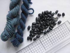 Krydderuglen: Farvning med sorte bønner -- Dyeing Wool with Black Beans