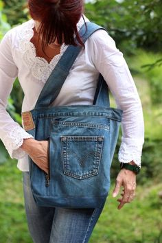 Recycled denim bag Code Denim 04 Adjustable by GAMMAstudio on Etsy Big Tote Bags, Denim Tote Bags, Denim Purse, Jean Crafts, Denim Crafts, Diy Sac, Jeans Bleu, Denim Ideas, Creation Couture
