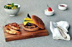 Spicy seiburger med chilimajones og potetbåter er saftig, smakfull og sunn - definitivt en burger det er verdt å prøve seg på!
