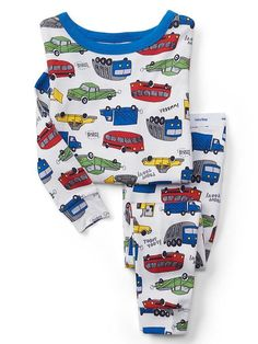 Browse a selection of Gap toddler boys sleep sets, one-piece pajamas and robes. Tuck in your little guy in cute toddler boy sleepwear from Gap. Little Girl Outfits, Toddler Girl Outfits, Kids Outfits, Baby Boy Pajamas, Boys Sleepwear, Baby Kids Clothes, Kids Wear, Sleep Set, Night Wear