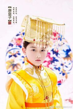 Chinese cosplay and traditional fashion Traditional Fashion, Traditional Chinese, Chinese Style, Traditional Outfits, Scarlet Heart, Avatar Couple, Chinese Clothing, Hanfu, Baby Halloween