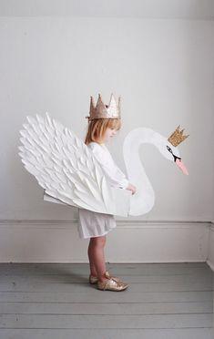 Beautiful children's paper swan with a crown costume Carneval Halloween Karneval Fasching Kostüm Verkleidung DIY