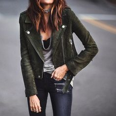 Love this green suede jacket 💚 Fashion Mode, Look Fashion, Fashion Outfits, Womens Fashion, Fall Outfits, Casual Outfits, Cute Outfits, Suede Moto Jacket, Leather Jacket