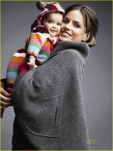 ~♡she's carrying a doll!♡~   baby gap advert