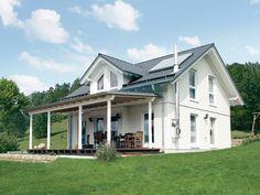 Überdachte Veranda mit Blick in den Garten: Einige Hersteller passen ihre Hausentwürfe für amerikanische Häuser an die Wünsche deutscher Bauherren an. Hier finden Sie weitere Häuser von FingerHaus. Foto: FingerHaus