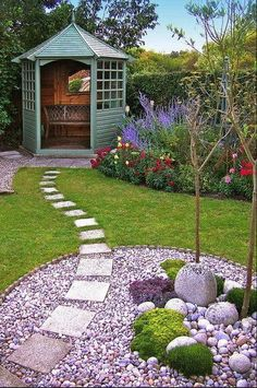 Love the grass/gravel/tiled path combo
