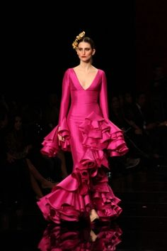 Traje de Flamenca - Vicky-Martin-Berrocal - Simof-2015 Flamenco Costume, Flamenco Skirt, Flamenco Dancers, Flamenco Dresses, Couture Dresses, Fashion Dresses, Rose Bonbon, Mexican Dresses, Pink Outfits