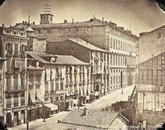 Calle de Alcalá, en su comienzo, junto a la Puerta del Sol, antes de la reforma de la plaza, 1856. Ch. Clifford. Biblioteca Nacional de España (Madrid)
