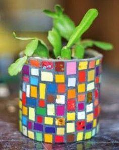 Mosaic Planters, Mosaic Vase, Mosaic Flower Pots, Mosaic Garden, Mosaic Crafts, Mosaic Projects, Tin Can Crafts, Diy Crafts, Mosaic Bottles