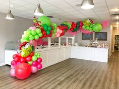 Number Balloons, Foil Balloons, Cat In The Hat Party, Balloon Installation, Paper Fans, Party Hats, Memphis, Deco, Greenery