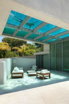 Piscine au sol transparent