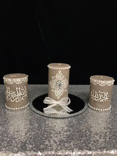 Henna candles for your henna party or as a small gift idea Source by maelenamojica Henna Candles, Diy Candles, Pillar Candles, Decorative Candles, Islamic Art Canvas, Henna Art Designs, Candle Art, Handmade Decorations, Eid Decorations