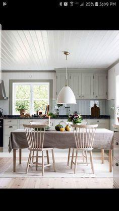 Kitchen Window Ideas (Modern, Large, and Small Kitchen Window Dressing Ideas… – Best Home Plants Rustic Kitchen, Country Kitchen, Kitchen Dining, Kitchen Decor, Kitchen Soffit, Kitchen Walls, Kitchen Modern, Kitchen Ideas, Dining Room Design