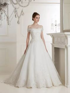 Anne Kelly Stunning Wedding Dresses, Princess Wedding Dresses, Wedding Bridesmaid Dresses, Best Wedding Dresses, Designer Wedding Dresses, Beautiful Gowns, Bridal Dresses, Wedding Styles, Wedding Gowns