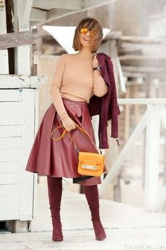 Elegant burgundy skirt outfit for Spring. Burgundy Skirt Outfit, Midi Skirt Outfit, Winter Skirt Outfit, Skirt Outfits, Dress, Work Fashion, Modest Fashion, Fashion Outfits, Style Fashion