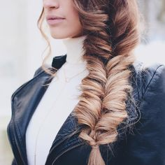 We love this braid! It's a recreation of the Faux Fishtail braid with Dirty Blonde Latest Hairstyles, Pretty Hairstyles, Braided Hairstyles, Wedding Hairstyles, Updo Hairstyle, Wedding Updo, Braided Updo, Quinceanera Hairstyles, Wedding Beach