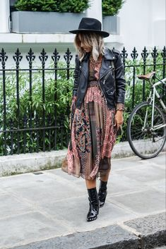 Look com vestido, cute jackets, skirt outfits, boho outfits, spring outfits Cute Dress Outfits, Boho Outfits, Spring Outfits, Cute Dresses, Casual Outfits, Fashion Outfits, Dresses Dresses, Rock Chic Outfits, Urban Chic Outfits