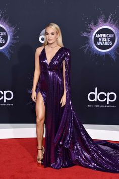 AMAs 2019 had just finished, and there was a lot of news to listen to. In addition to the appearance of famous musicians, Red Carpet Fashion captured . Source by remaselena dresses red Met Gala Red Carpet, Red Carpet Gowns, Best Red Carpet Dresses, Angela Simmons, Sonakshi Sinha, Carrie Underwood, All Fashion, Fashion Looks, Fashion Dresses