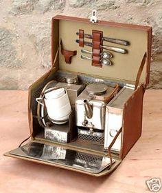 Vintage picnic tea set Pair with branded tea cups with model? Picnic Set, Picnic Time, Picnic Ideas, Picnic Parties, Picnic Recipes, Picnic Foods, Beach Picnic, Outdoor Parties, Summer Picnic