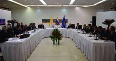El Gobierno y la oposición venezolana asumieron el compromiso de poner en práctica una hoja de ruta en materia económica, política y adoptaron la declaraci