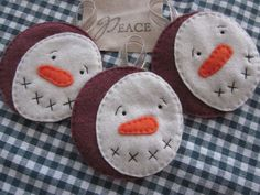 Smiling Snowman Ornament by LookHappyShop, via Flickr
